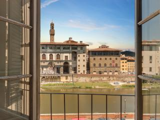 Prometeo- Classic apartment overlooking the Arno river