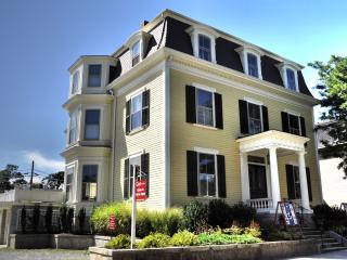 Fabulous Plantation Suite walk to Brown, Providence