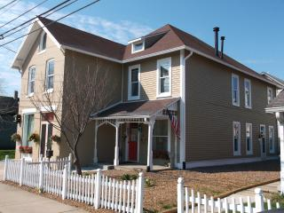 HISTORICAL LOCKERBIE SQUARE VACATION HOME-VOTED #1, Indianapolis