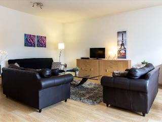 Spacious 2bdr apt w/terrace, Saint-Josse-ten-Noode