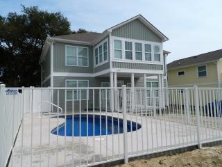 Beautiful New home with New Private Pool!, North Myrtle Beach