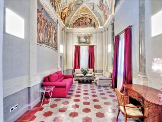 Wonderful 2bdr w/frescoed ceiling, Rome