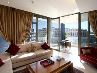 Luxury Harbourside Waterfront Apartment - Waterfront Recess