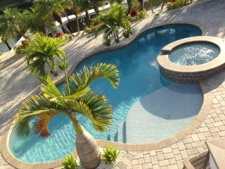 Times Square Gem!  4BR Canal Front Home Sleeps 12, Fort Myers Beach