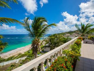 Beachfront home featured on HGTV 5 bedrooms, pool, Philipsburg