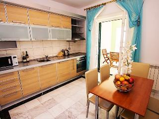 Luxury four-bedroom apartments on the beach #B-B, Sveti Stefan