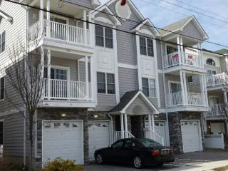 Fantastic Top Floor 4BR/3 bath Condo one block to Beach