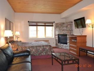 Cozy condo at Mountain Lodge in Keystone, Colorado