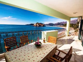 Luxury four-bedroom apartments on the beach #B-F, Sveti Stefan