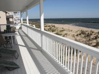 Discover Xscape Loft, a luxury beachfront getaway!, Norfolk