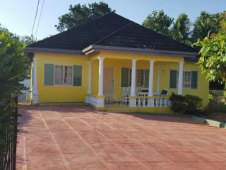 Almond Tree Villa, 3 large bedrooms, 2 bathrooms. Perfect for groups of 4 to 8 people.