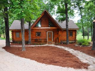 2 Master Suite All Wood Cabin nearBranson SPECIALS, Ridgedale
