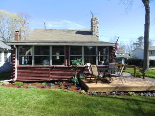 Great Beach- N. Lakeport Log Cabin