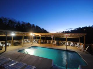 7 B/R, 5 bath, heated pool from  250.00, sleeps 19, Sevierville