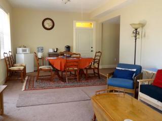 700 sq ft living room, kitchen nook