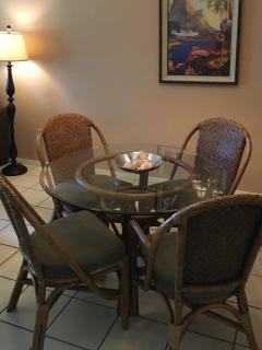 Dining room with 4 chairs