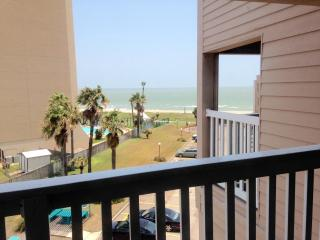 Walk to the Beach from This Cozy Condo, Corpus Christi