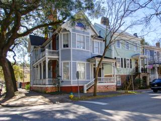 Walk to Forsyth Park, Wifi, and Family Friendly, Savannah
