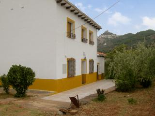 Secluded cottage with mountain views, Logroño