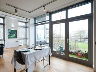 Holland Park modern flat near Westfield mall, London