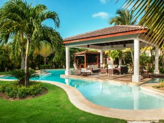 4 Bedroom Villa close to Bavaro Beach in Cocotal Golf & Country Club, sleeps 8, Punta Cana