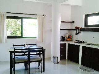 Cozy Studio Apartment with Balcony near Bulabog, Boracay