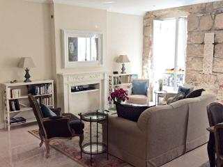 Beautiful 2 bedroom, 2 bathroom apartment, Niza