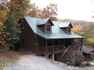 4 bedroom gatlinburg cabin with community pool in gatlinbug