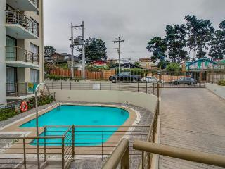 Oceanview condo with balcony & shared pool, close to beaches