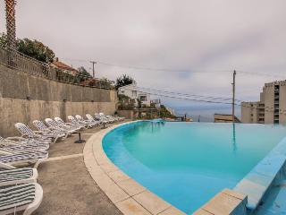 Shared indoor & outdoor swimming pools, walk to Playa de Renaca!