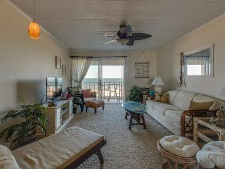 Oceanfront beach condo w/ shared pool. Walk to Delaware!