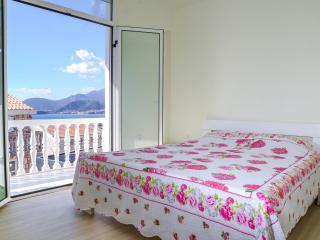 Family apartment for 7person.Close to Sveti Stevan, Sveti Stefan