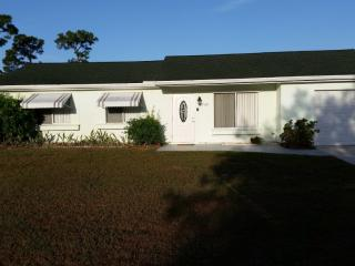 Great family vacation home. Pool, wifi & much more, Port Saint Lucie