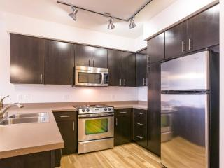 Luxurious Redmond Living - Fully Furnished Studio Apartment