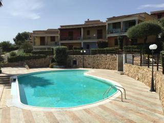 Casa in residence con piscina giardino posto auto, Budoni