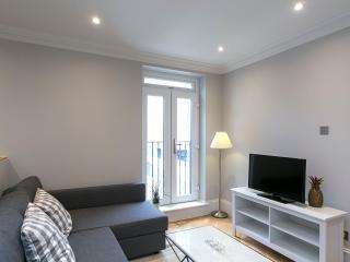Earls Court - 2 Bedroom Modern Apartment - RGB 82524, London