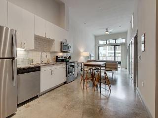 Modern & Stylish Condo in the Heart of Downtown Austin – Sleeps 4
