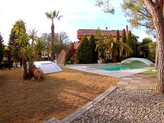 VILLA AMPARO Gran jardin !!!! Junto al Mar, Calafell