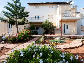 Casa Evriali, 100m From The Beach, Heraklion