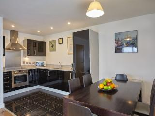 Stylish 3 bedroom flat with balcony in Greenwich Ref:0122