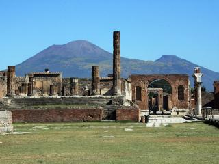 2 bedrooms apartment for 5 people near Pompeii Ruins, Sorrento, Naples!