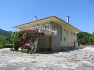 Superb Familiar Villa w/ Views to Sintra Mountains, Galamares