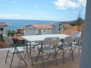 Vila Rosa - Renovated House with Nice Sea Views, Funchal