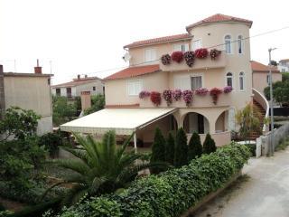 Villa Ines. apartment 50m2, Garden,Babeque,Terace, Pirovac