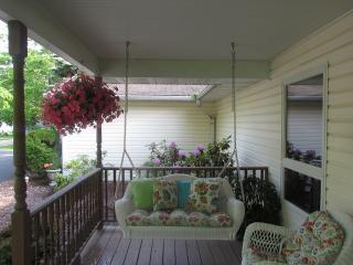Spacious Family Home, Short Walk to Portage Lake