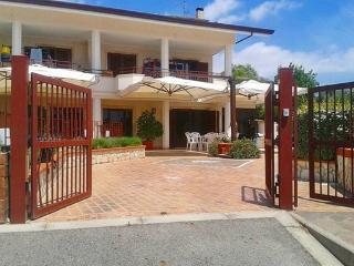 Offro camere in villa esclusiva