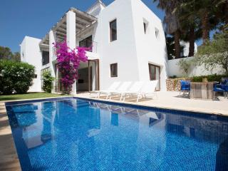Luxury modern 4 bedroom villa + pool Santa Eularia