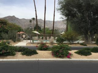 Fully remodeled Sunrise CC condo - New listing!, Rancho Mirage