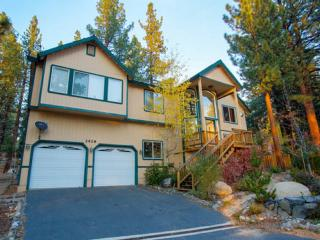 Tahoe Chalet with Custom Amenities Near Heavenly!!, South Lake Tahoe