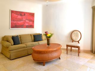 Great 1 bedroom condo 50 steps away from the beach, Playa del Carmen